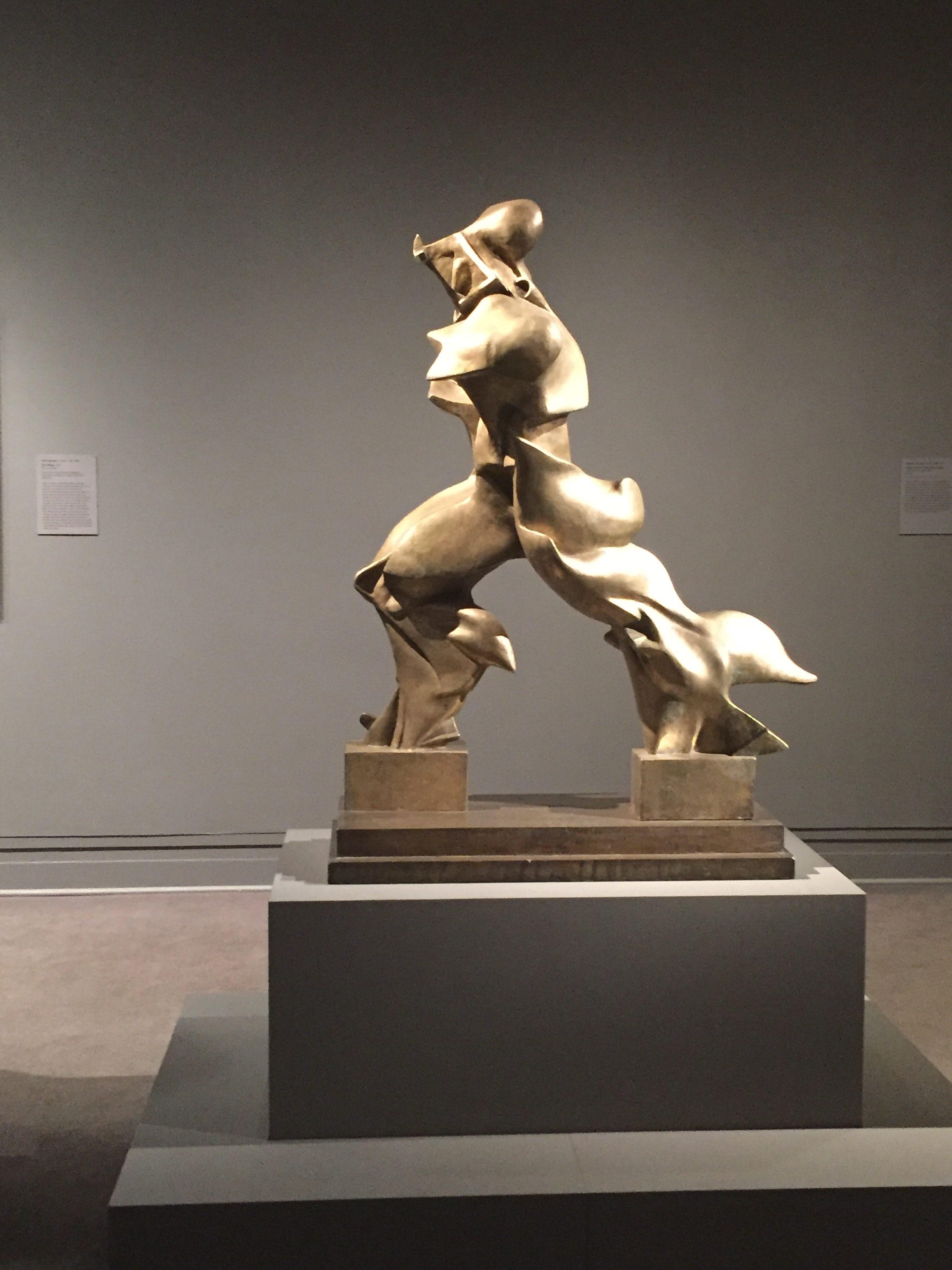 Forme Uniche della Continuità nello Spazio, 1913, Umberto Boccioni